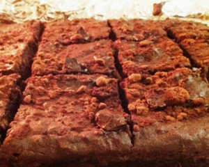 Brownie de chocolate, boniato y miel